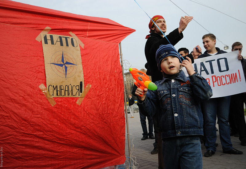 Novosibirsk communist youth against NATO base